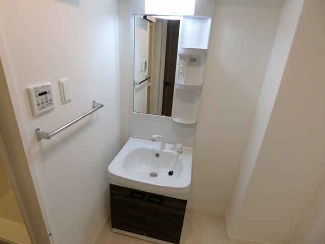 エクレール / 105号室洗面所