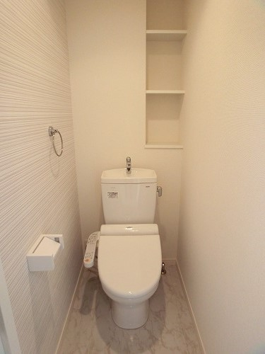 ファミリア伊都 / 401号室トイレ