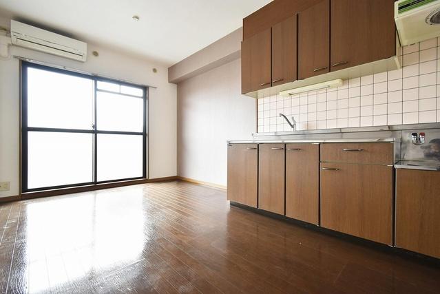 フォーレスト壱番館 / 402号室リビング