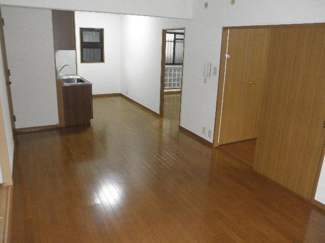 シャトレ参番館 / 402号室