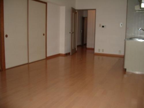ドミール水城 / 303号室