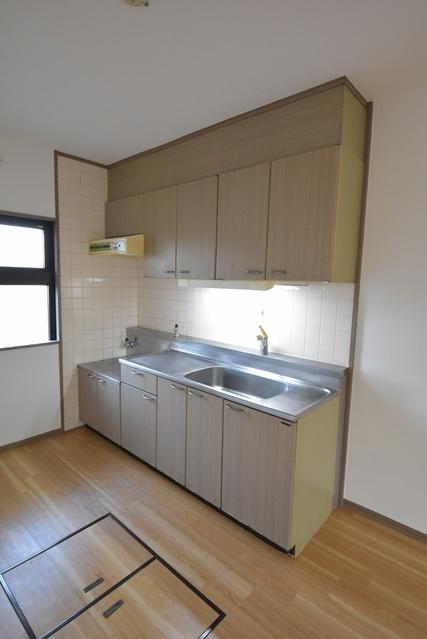 サンハイツ塔原 / 105号室キッチン