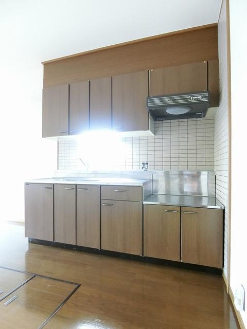 ファミーユ筑紫 / 201号室キッチン