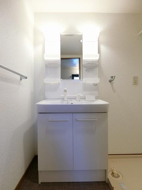 ファミーユ筑紫 / 103号室洗面所
