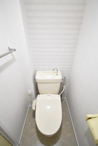 シャトレ針摺 / 201号室トイレ