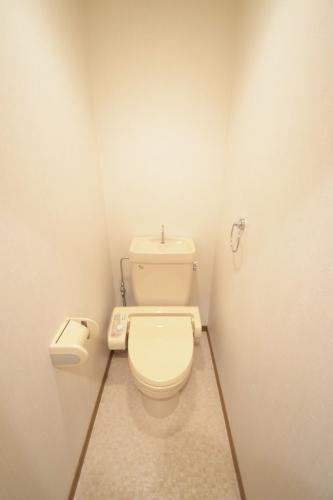 シャトレ弐番館 / 303号室トイレ