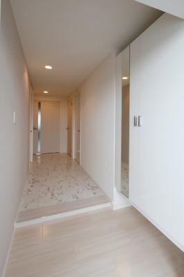 ピエトラ ビアンカ / 501号室玄関