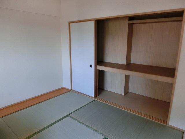シャトレ天拝 / 305号室収納