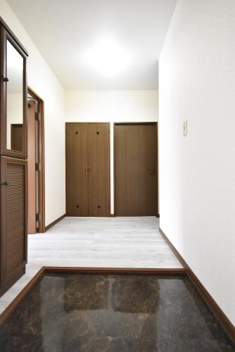 シャルマン観世Ⅱ / 102号室玄関