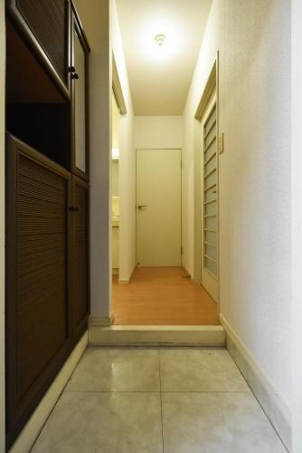 レピュートMF / 102号室玄関