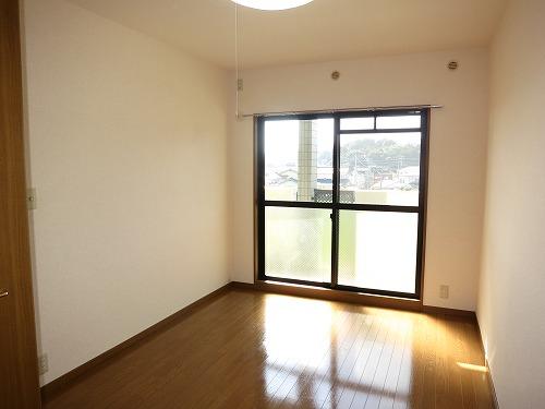 グランドゥール筑紫野 / 402号室洋室