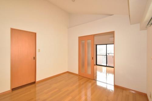 ビーエイトハイム / 402号室リビング