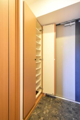 ロイヤルMⅡ / 403号室玄関