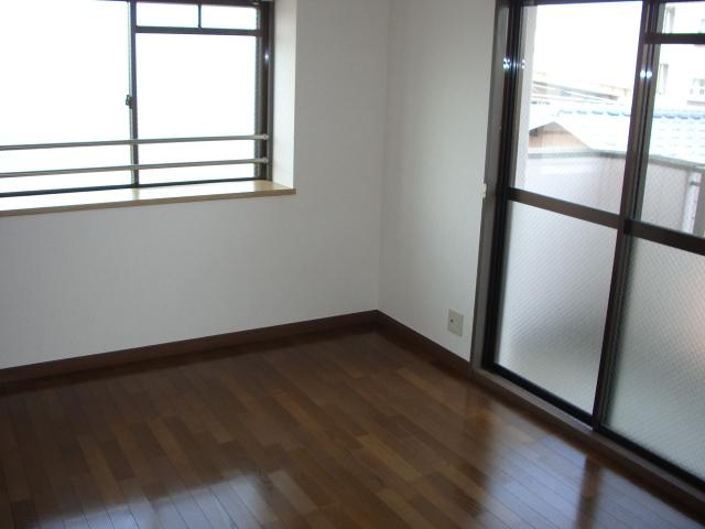 サンシャトーレ日永田 / 102号室