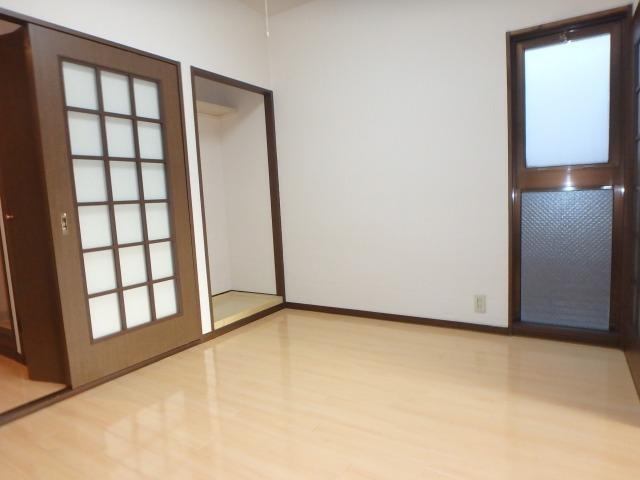 ジュネス東大利 / 306号室リビング