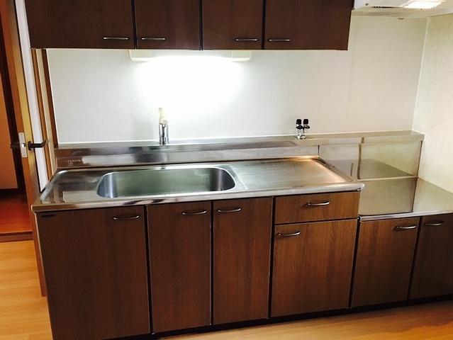 クレール東大利A / 202号室キッチン