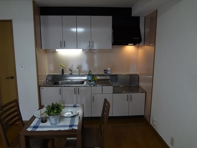 シーラ・プラッツ / 302号室キッチン