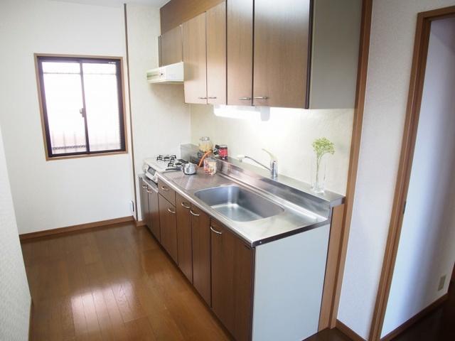 ホワイトヴィラ / 202号室キッチン