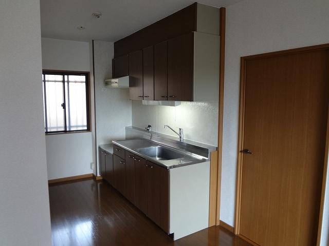 ホワイトヴィラ / 402号室キッチン
