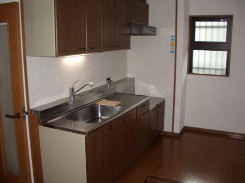 クレール東大利A / 201号室キッチン