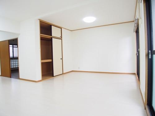 クレール東大利B / 202号室キッチン