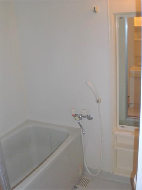 クレール東大利B / 302号室トイレ