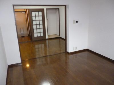 ジュネス東大利 / 302号室リビング