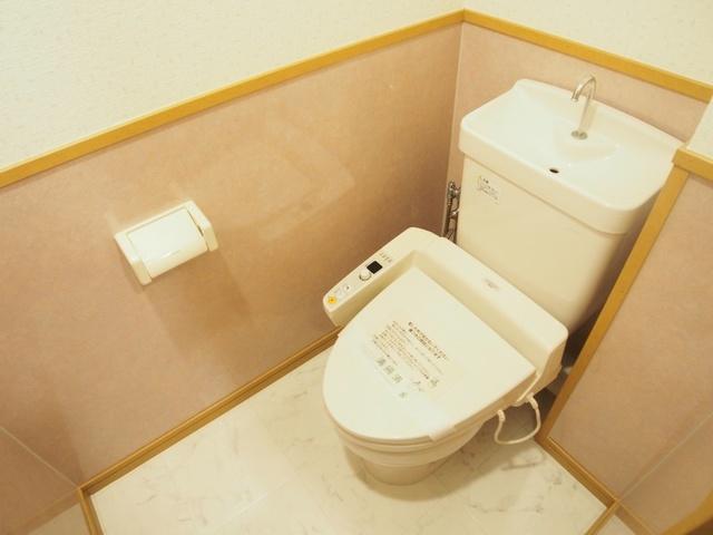 ブティア・ドゥ / 401号室トイレ