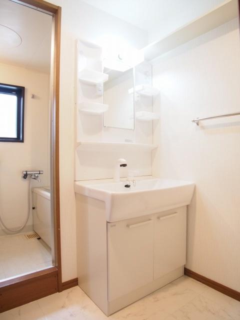 クレール東大利B / 201号室洗面所