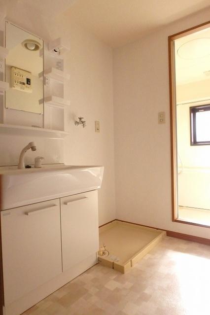 フローラルハイツ / 602号室洗面所