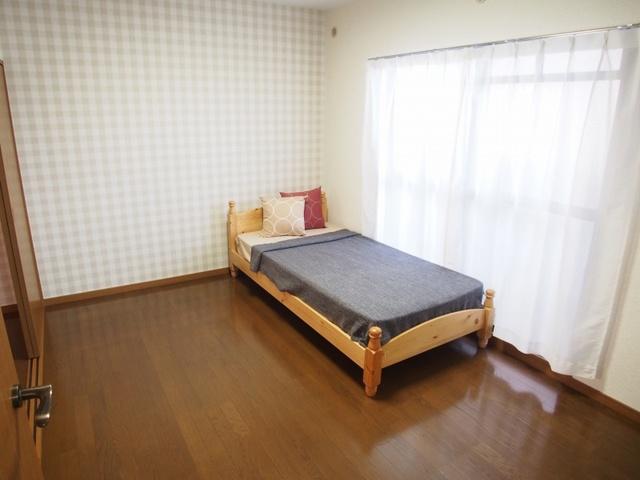 ホワイトヴィラ / 202号室洋室