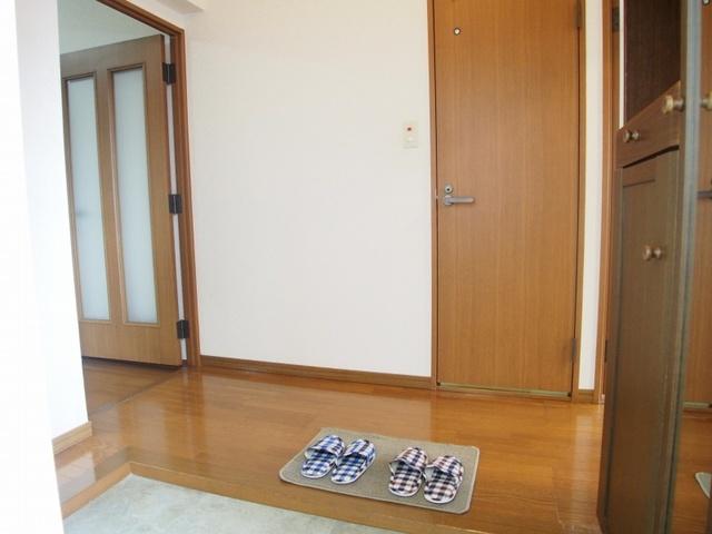 クレール東大利B / 201号室玄関