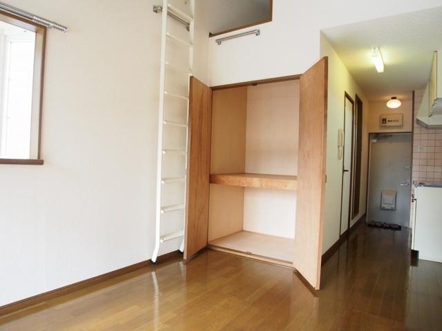 ベルハイツ / 108号室収納