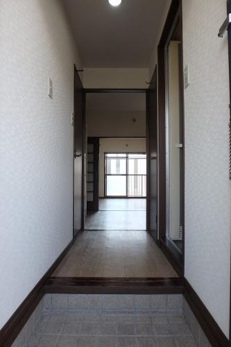 ジュネス東大利 / 301号室玄関