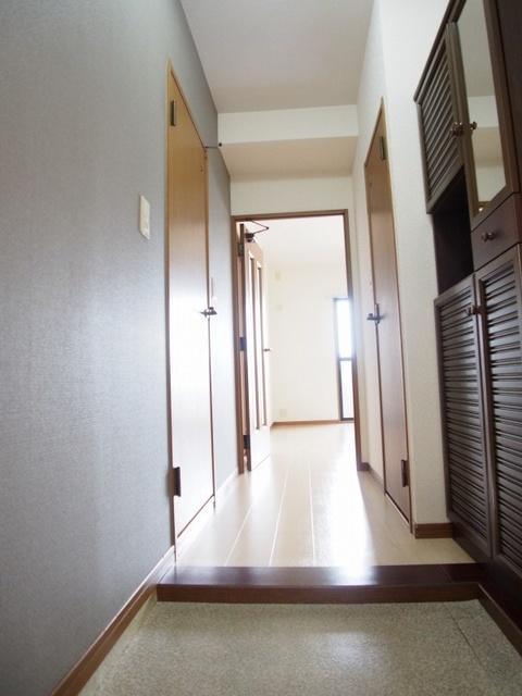 ホワイトヴィラ / 201号室玄関