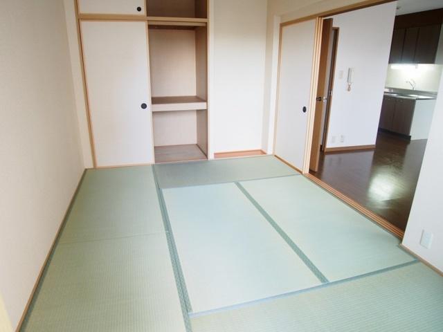 ホワイトヴィラ / 202号室和室
