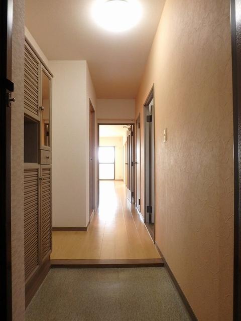 ホワイトヴィラ / 402号室玄関