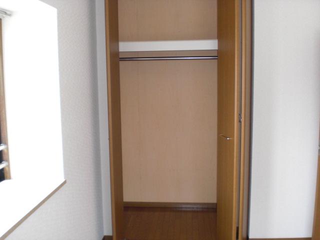 クレール東大利B / 302号室収納