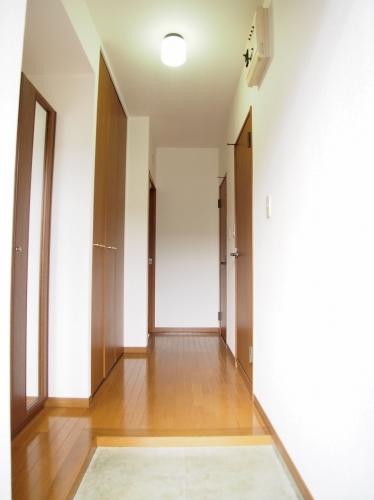 クレール東大利B / 302号室玄関
