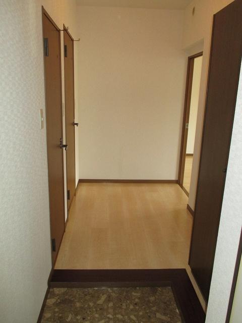 高義ビルⅢ / 102号室玄関