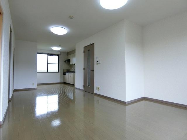 ティアラ飯田 / 201号室