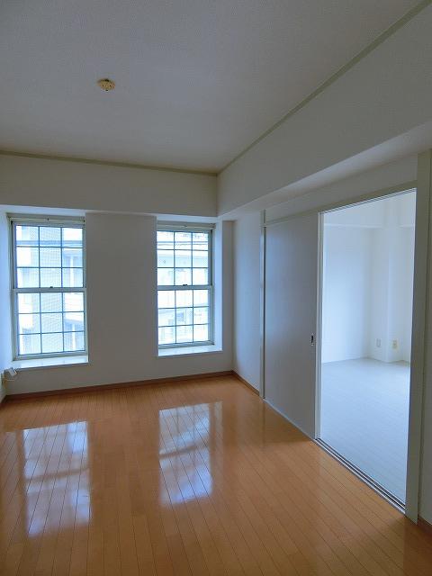 フローレスマンション / 201号室