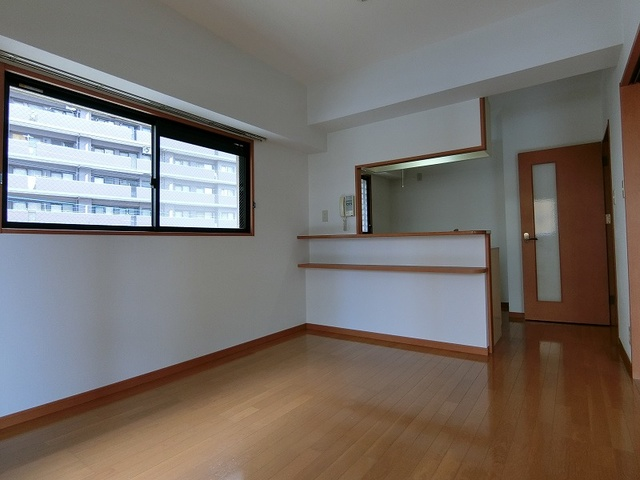 サンパティーク高宮 / 601号室リビング