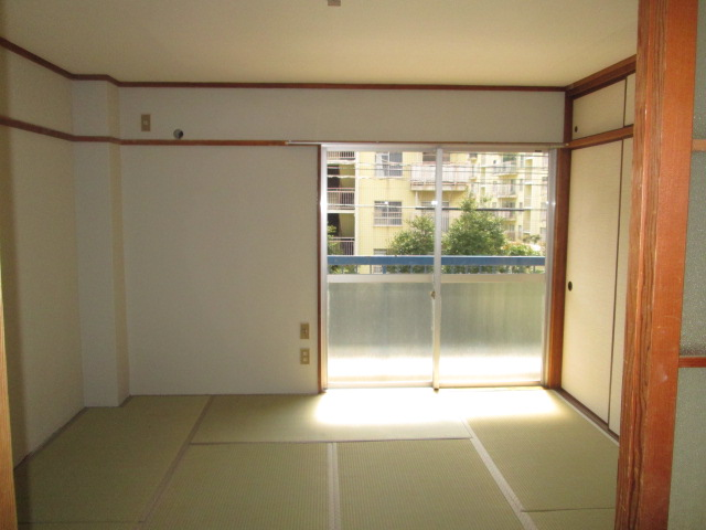 永松ビル / 201号室リビング