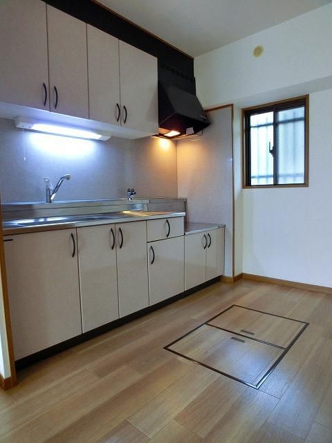 パラディ211 / 101号室キッチン