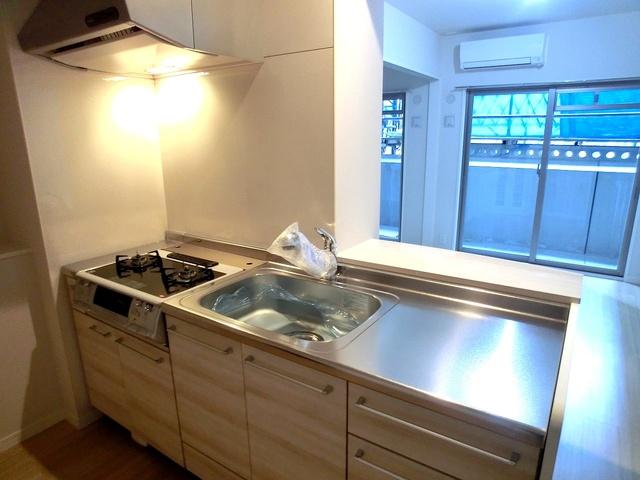 ハルコート大橋 / 202号室キッチン