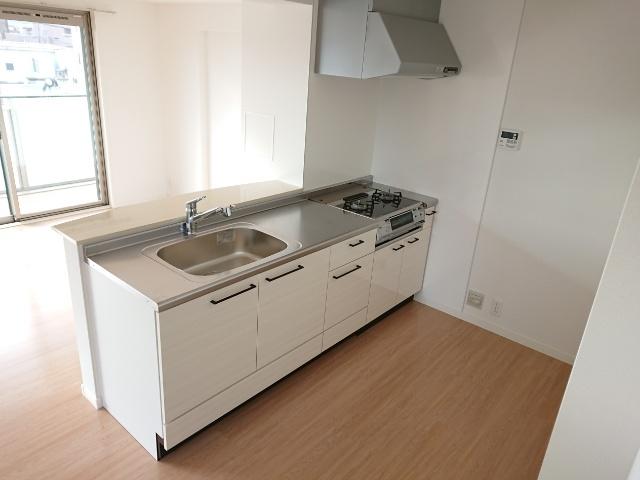 ラ・エクラン / 201号室キッチン