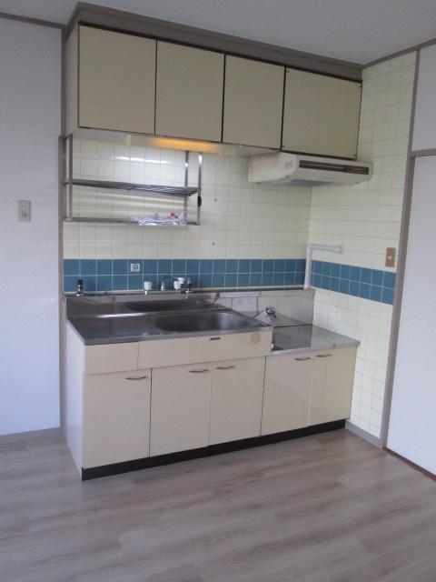 三丁目ビル / 201号室キッチン