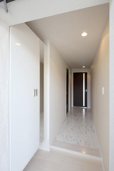 ソシアルーチェ / 301号室玄関