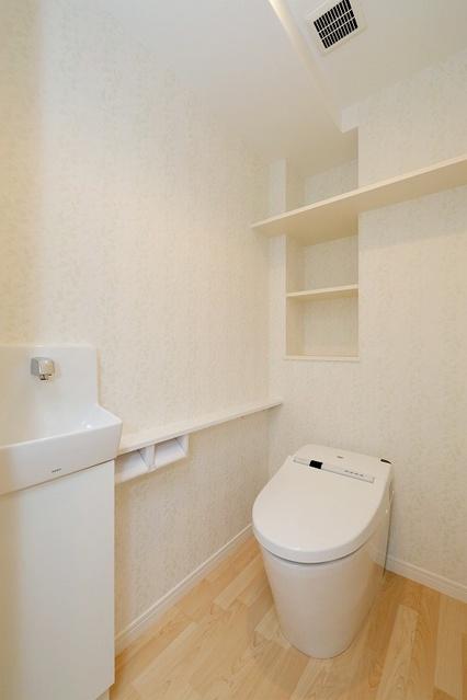 ボヌール レーベン / 203号室トイレ